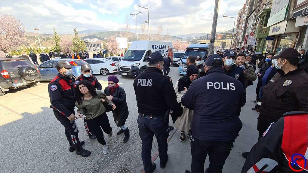 Kimlik Soran Polislere Saldırmaya Kalktılar | Karabük Medya Haber - Karabük  Haber ve Batı Karadeniz Haberleri