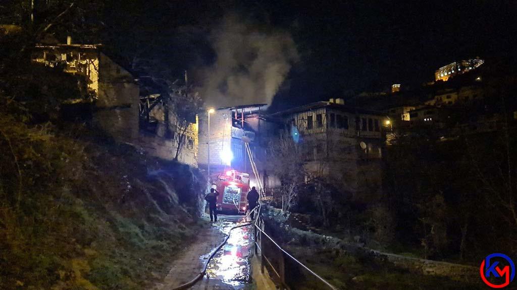 İki Katlı Ahşap Evde Çıkan Yangın Az kalsın Tarihi Evlere Sıçrıyordu