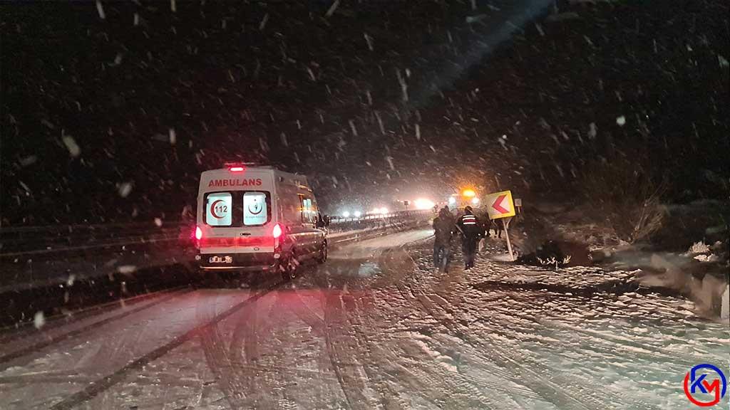 Tıra Arkadan Çarpan Otomobilin Sürücüsü Ölümden Döndü