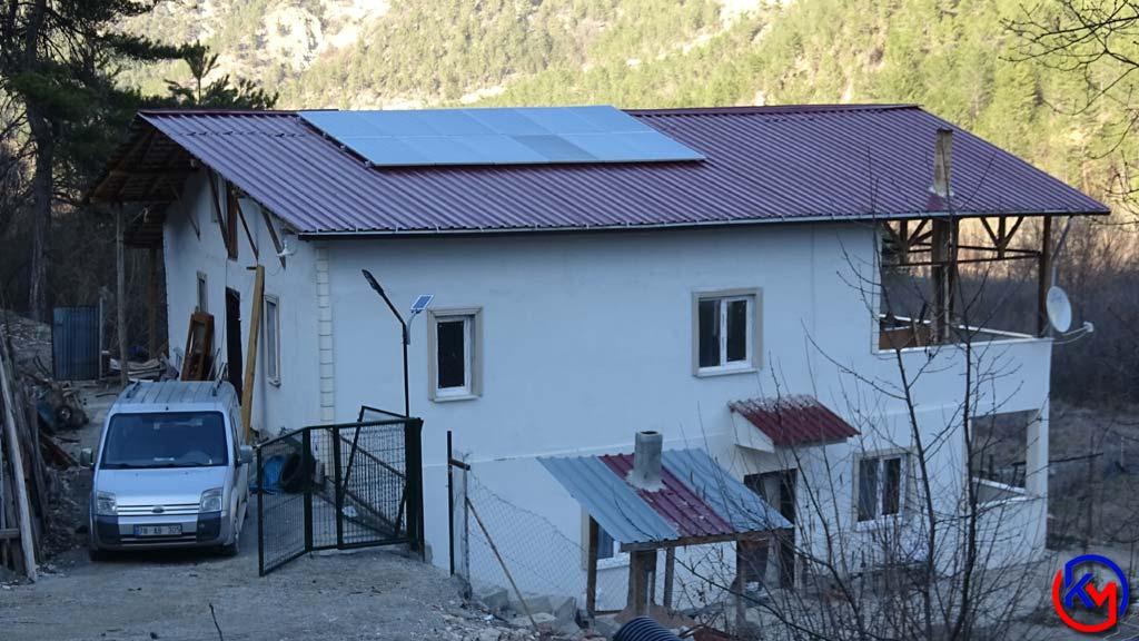 Elektrik Hattı Ücretini Fazla Bulunca Güneş Enerjisi Panelleri Kurdu