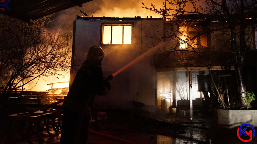 Kastamonu 'da İnsanı Dehşete Düşüren Yangın, 4 Ev ile 1 Odunluk Küle Döndü