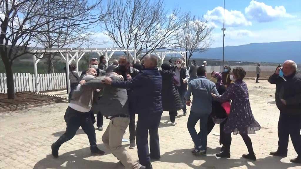 Safranbolu 'da Köylülerle Muhtar ve Yakınları Tekme Tokat Kavga Etti