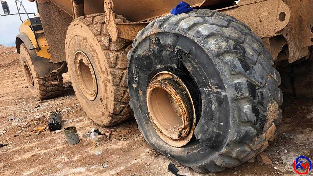 Mermer Ocağında Ağır İş Makinesinin Lastiği Patladı 3 Kişi Yaralandı