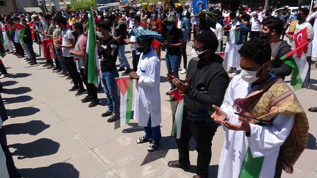 Karabük 'ün 100.Yıl Mahallesinde İsrail 'in Saldırılarıyla Hayatını Kaybeden Filistinliler için Gıyabi Cenaze Namazı Kılındı