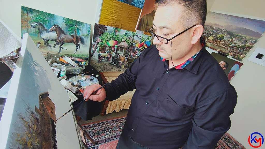 Türkiye 'ye Sığınıp Karabük 'te Yaşayan Afganlı Ressam Sanatını Konuşturuyor, Tablolarını Sosyal Medya Üzerinden Satıyor